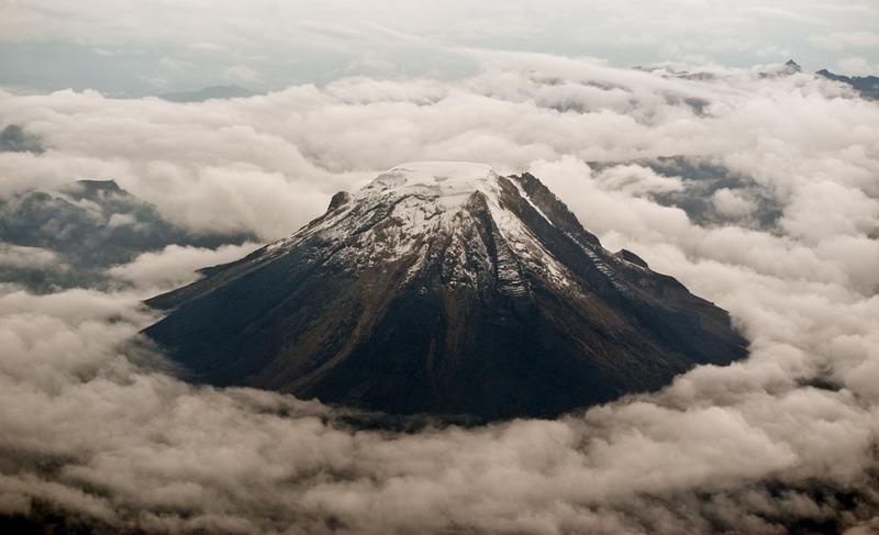 Центральні Анди, Колумбія, 23 квітня. Вид на вулкан Невадо-дель Толіма — одне з найпривабливіших місць для альпіністів в Андах. Фото: LUIS ROBAYO/AFP/Getty Images