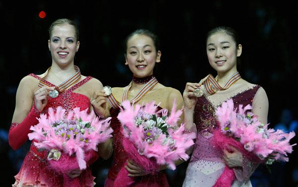 Каролина Костнер (Италия), Мао Асада (Япония), Ю-На Ким (Южная Корея). Фото: YURI KADOBNOV/AFP/Getty Images