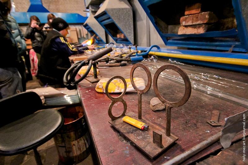 На всякий случай есть и специальные кольца-шаблоны, где можно проверить диаметр шара. Фото: holy-mozart.livejournal.com