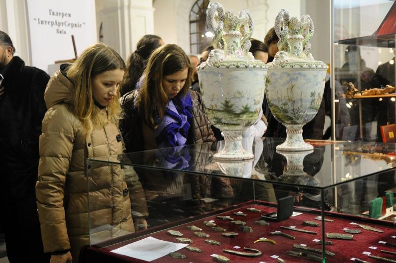 Антикварний салон 2012 показує колекції з історіями життя. Фото: Володимир Бородін/Велика Епоха