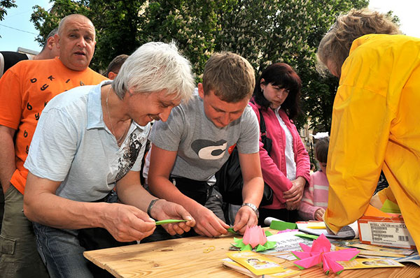 В Киеве отпраздновали Всемирный день Фалунь Дафа. Май 2011 года. Фото: The Epoch Times Украина