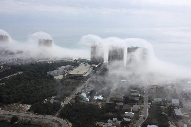 Хмарне цунамі на пляжі в Панама-Сіті, Флорида. Фото: Mike Schaeffer і JR Hott на facebook.com/PanhandleHelicopter
