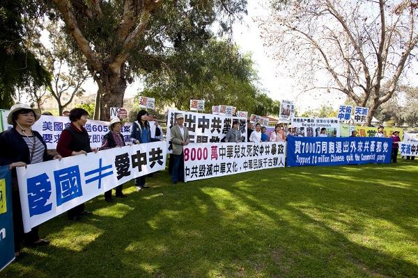 Мітинг підтримки в Сан-Габріель. (Ji Yuan/The Epoch Times)