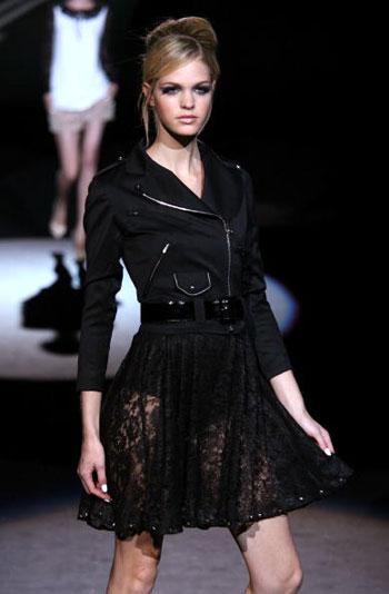 Коллекция весенней одежды от L.A.M.B. на неделе моды Mercedes-Benz Fashion Week в Нью-Йорке. Фото: Frazer Harrison/Getty Images for IMG