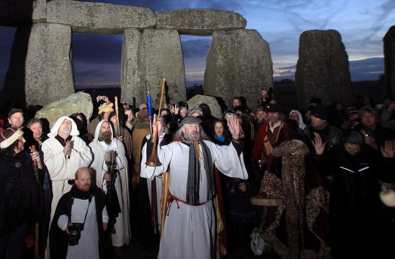 Друїди зустріли в Стоунхенджі день зимового сонцестояння. Фото: Matt Cardy/Getty Images
