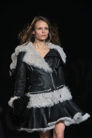 The Just Cavalli fashion show/женская коллекция ready-to-wear осень-зима 2007. Фото: Giuseppe Cacace/Getty Images