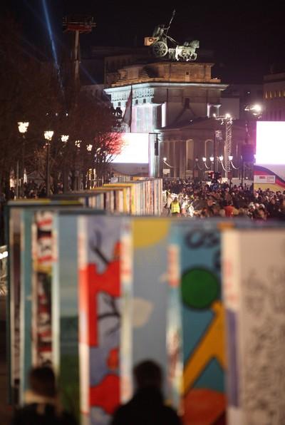 20 років тому, 9 листопада 1989 року, пала сумно відома Берлінська стіна. Фото: Getty Images