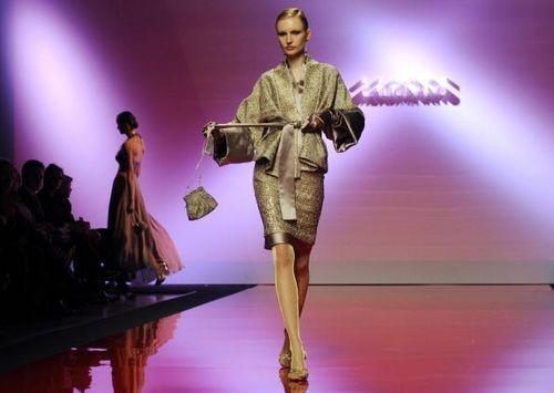 Коллекция женской одежды от итальянского дизайнера Gianni Calignano, представленная 29 января на показе мод в Риме. Фото: ANDREAS SOLARO/AFP/Getty