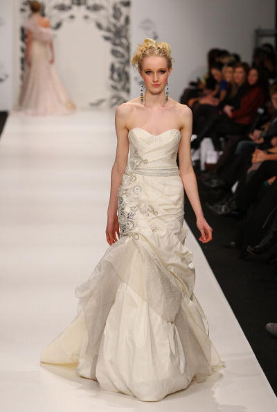 Свадебные платья на Неделе моды-2010 в Новой Зеландии,Окленде.Фото Graham Denholm/Getty Images