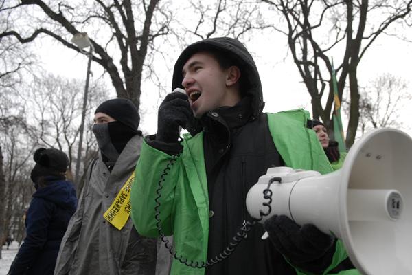 Возле ВРУ 17 декабря 2009 года прошел пикет против строительства ядерного хранилища. Фото: Владимир Бороди/The Epoch Times