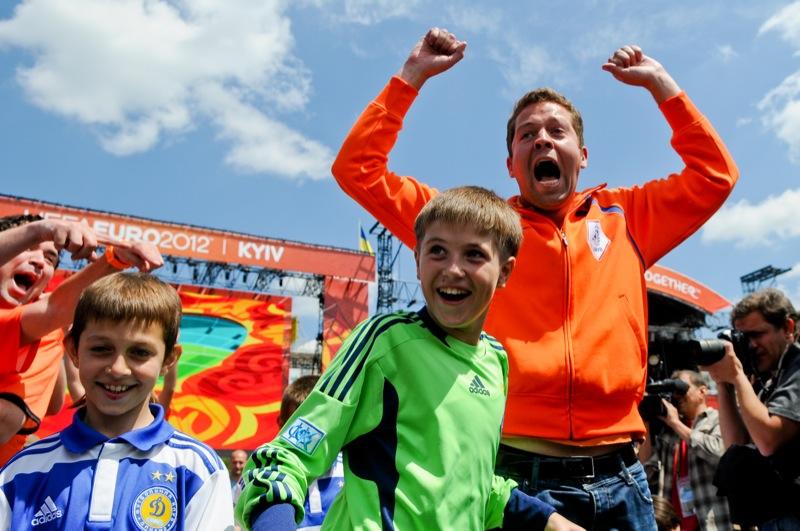 На Хрещатику урочисто відкрили фан-зону Євро-2012. Фото: Володимир Бородін/EpochTimes.com.ua