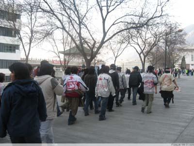 В разных городах Китая прошли акции протеста студентов тибетской национальности. Фото с Phayul.com