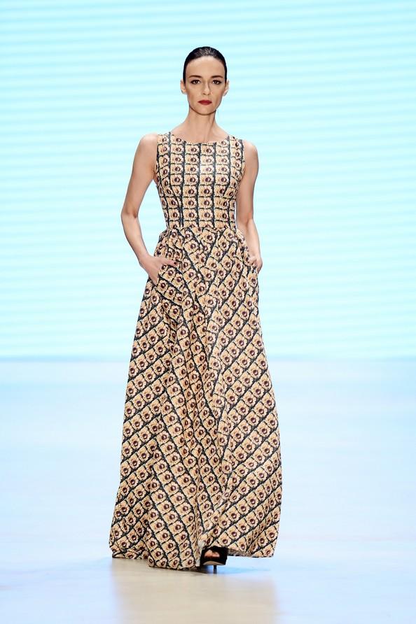 Дизайнер Асли Гюлер на Mercedes Benz Fashion Week в Стамбуле с осенне-зимней коллекцией 2013/14. Фото: Ian Gavan/Getty Images