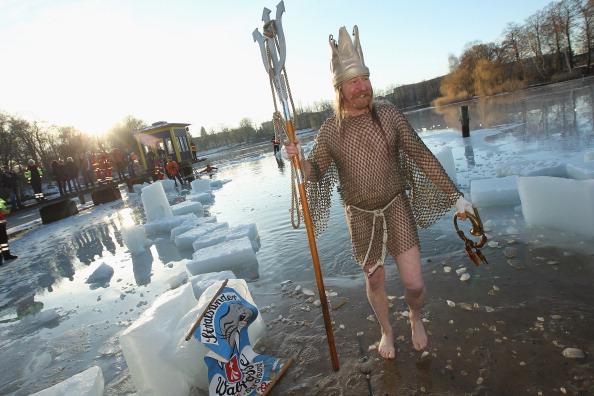 Состоялись традиционные зимние купания в Берлине. Фото: Sean Gallup/Getty Images