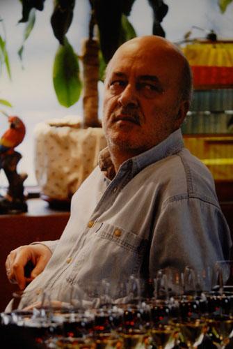 Фотография ведущего Анатолия Борсюка представленная на фотовыставке. Фото: Владимир Бородин/ВЕликая Эпоха