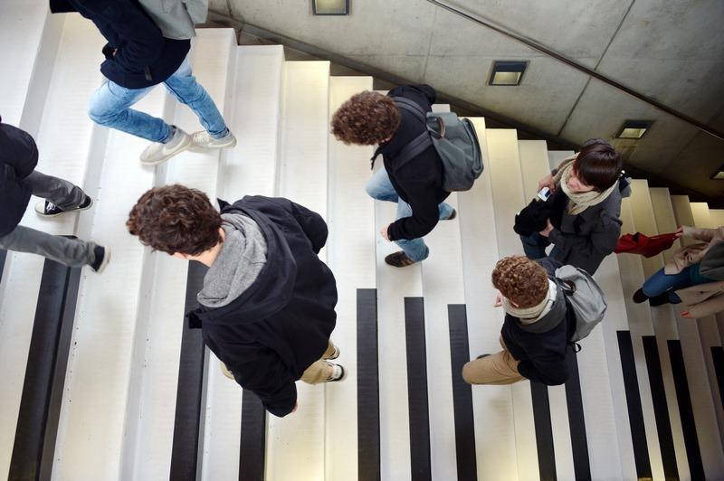 Ренн, Франція, 7 лютого. На кілька днів сходи метро перетворилася на музичний інструмент, де кожна сходинка звучить на своїй ноті. Фото: DAMIEN MEYER/AFP/Getty Images