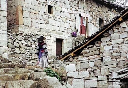 Все постройки деревни Шитоу выполнены из камня. Фото: panyifu.blog.163.com