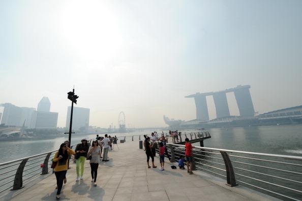 В Сінгапурі стоїть сильний смог. Фото: ROSLAN RAHMAN/AFP/Getty Images