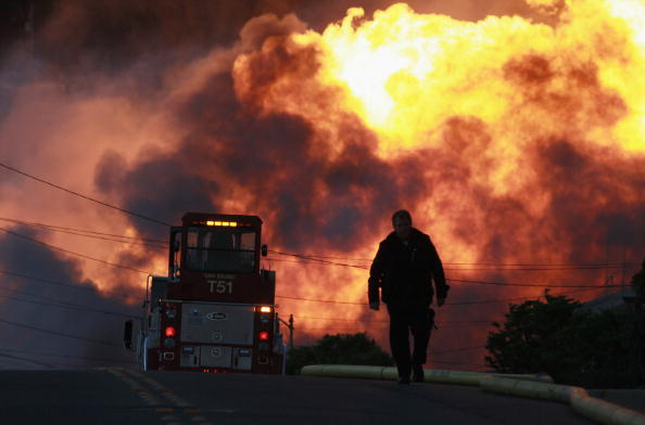 Вибух на газопроводі біля міжнародного аеропорту Сан-Франциско, горять десятки житлових будинків, одна людина загинула, 25 постраждали. Фоторепортаж. Фото: Ezra Shaw/Getty Images