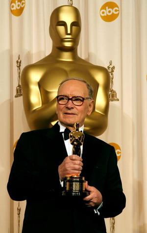 Почетный Оскар получил итальянский композитор Эннио Морриконе (Ennio Morricone), вошедший в число лауреатов премии За вклад в развитие кинематографа. Фото: Vince Bucci/Getty Images