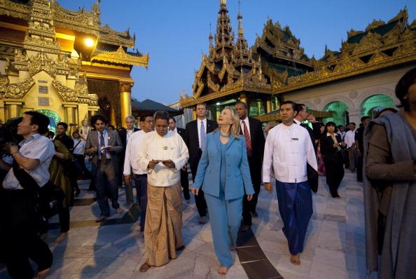 Держсекретар США Хілларі Клінтон зробила історичну поїздку до М'янми. Янгон, пагода Шведагон, 1 грудня 2011 рік. Фото: Bronstein/Getty Images