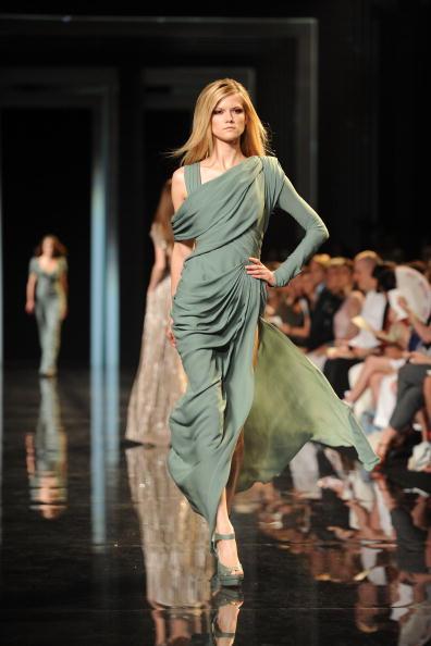 Коллекция Elie Saab на Неделе моды Haute Couture сезона осень-зима 2010-2011 в Париже. Фото: Pascal Le Segretain/Getty Images