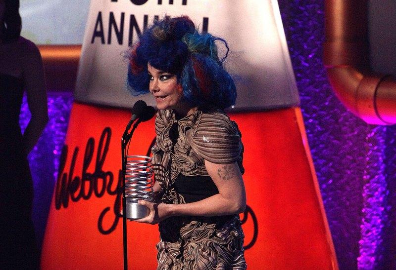 Нью-Йорк, США, 21мая. Исландская певица Бьорк на 16-й ежегодной церемонии вручения Премии Вебби (Webby Awards). Фото: Paul Zimmerman/Getty Images