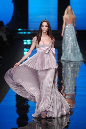 Роботи французького модельєра Крістіана Лакруа (Christian Lacroix), представлені в Парижі 23 січня на показі Haute Couture весна-літо 2007. Фото: FRANCOIS GUILLOT/AFP/Getty Images
