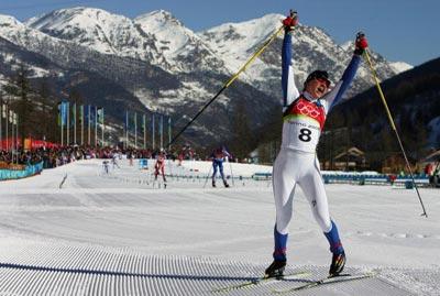 Христина Смігун святкує перемогу у фіналі лижної гонки з переслідуванням по пересіченій місцевості на дистанції 15 км. Фото: Donald Miralle/Getty Images