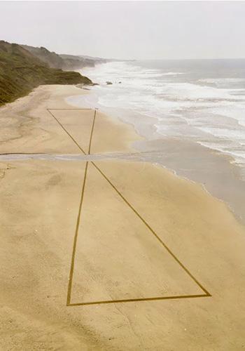 Удивительные рисунки на песке. Фото: life.pravda.com.ua