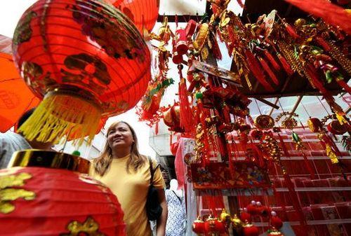 Джакарта (Индонезия). Продажа праздничных украшений. Фото: JEWEL SAMAD/AFP/Getty Images
