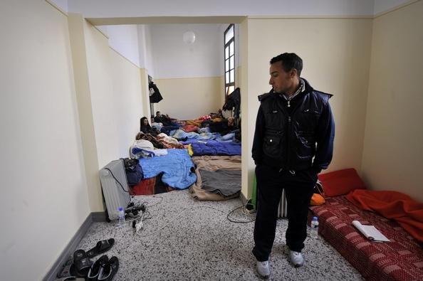 Сьогодні вночі мігранти в кількості 237 чоловік, які влаштувалися на юрфаці Афінського університету і влаштували там голодування з вимогами надання їм законних прав проживання в Греції, поступилися поліції і залишили корпус факультету, перейшовши в іншу б