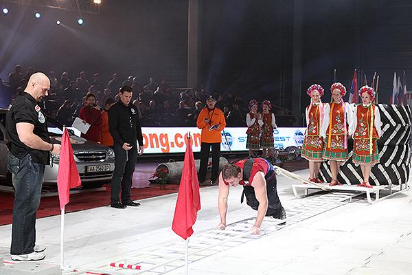 Всемирный фестиваль богатырской силы в воскресенье 19 декабря 2010 года в Киеве. Фото: Владимир Бородин/The Epoch Times Украина