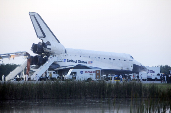 Шаттл «Атлантис» успешно приземлился. Фото: BRUCE WEAVER/AFP/Getty Images