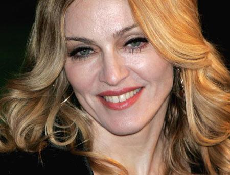 Мадонна (Madonna) відвідала прем'єру мультфільму «Артур і невидимки» ( Arhur and the Invisibles), яка відбулася в Лондоні 25 січня. Фото: Chris Jackson/Getty Images
