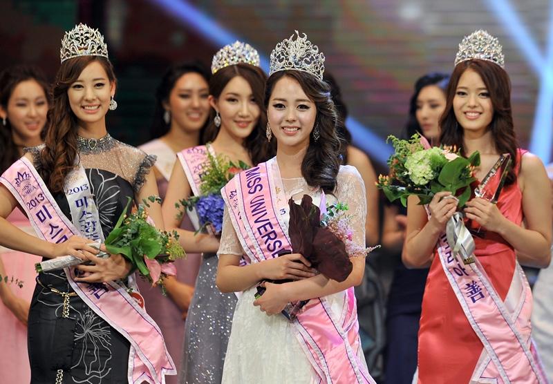 Сеул, Южная Корея, 4 июня. Титул «Мисс Корея 2013» завоевала 21-летняя студентка Yoo Ye-Bin. Фото: JUNG YEON-JE/AFP/Getty Images