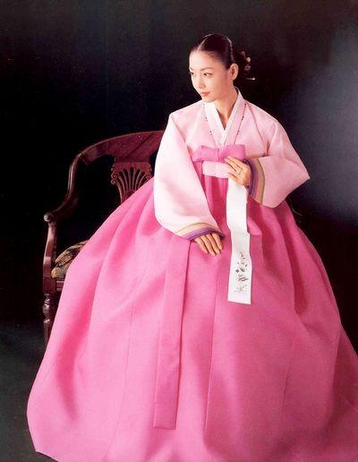 Южно-корейские традиционные костюмы. Фото с aboluowang.com