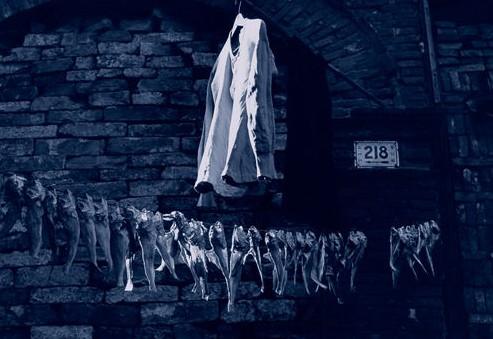 Сушится одежда и рыба. Улица Аньжэнь. Шанхай. 1948 год. Фото с aboluowang.com