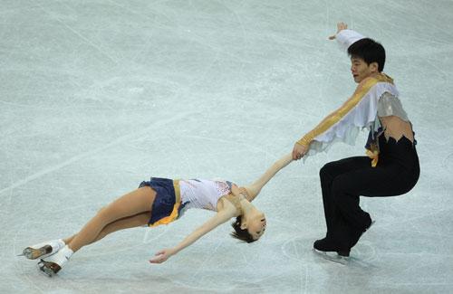 Дань Чжан/Хао Чжан (Китай) виконують коротку програму. Фото: Jamie McDonald/Getty Images