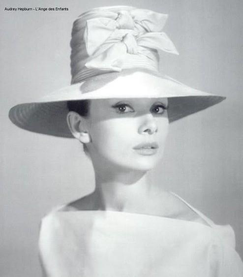 Королева капелюшків - Одрі Хепберн. Фото з kanzhongguo.com