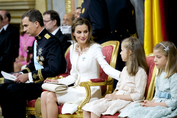 Король Испании Фелипе VI, королева Летиция и их дети принцессы София и Леонора. Фото: Juan Naharro Gimenez/Getty Images