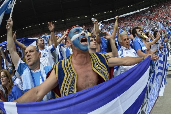 Сектор греческих болельщиков на матче Греции против Чехии 12 июня 2012 года во Вроцлаве. Фото: FABRICE COFFRINI/AFP/Getty Images