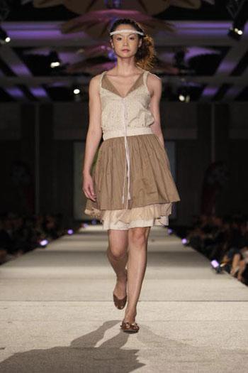 Коллекция Талии Даунз (Tahlia Downes) на показе моды-2007 Западно-австралийского института моды и текстиля. Фото: Stefan Gosatti/Getty Images
