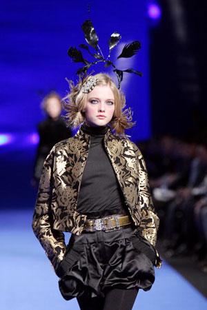 Кристиан Лакруа (Christian Lacroix), коллекция ready-to-wear осень-зима 2007/2008. Фото: PIERRE VERDY/AFP/Getty Images