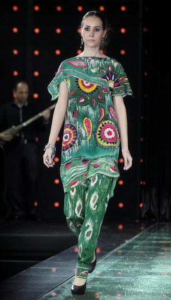 Пройшов фестиваль національного вбрання в Парижі, Франція.Фото Yves Forestier/getty Images