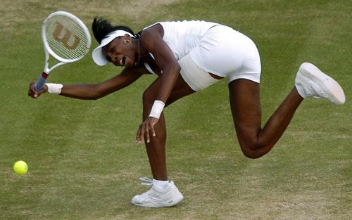 Американка Винус Уильямс (Venus Williams) во время финальной игры на Уимблдонском турнире. Фото: GLENN CAMPBELL/AFP/Getty Images