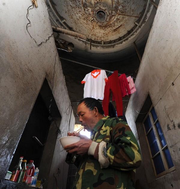 Жизнь в цехах бывшего цементного завода. Город Хэфэй. Март 2011 год. Фото с aboluowang.com