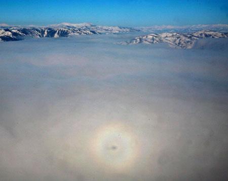 8 февраля 2007 года это чудо было замечено над живописным местом Байхаба на озере Канас в провинции Синцзян. Фото: Великая Эпоха