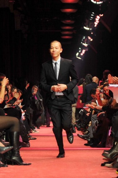 Дизайнер Jason Wu сезона осень-зима на Неделе моды Mercedes-Benz в Нью-Йорке. Фото: Getty Imges