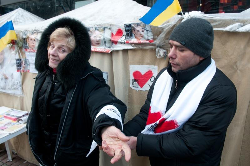 Бессрочная акция протеста против ареста экс-премьер министра Украины Юлии Тимошенко продолжается в палаточном городке под стенами Печерского суда в Киеве 17 января 2012 года. Фото: Владимир Бородин/The Epoch Times Украина